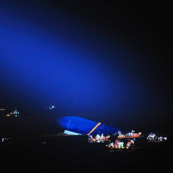 Las autoridades buscan encontrar a 289 desaparecidos tras el naufragio de un transbordador en Corea del Sur