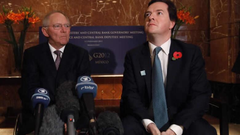 El ministro de Finanzas de Alemania, Wolfgang Schaeuble (izquierda) y el ministro británico de Hacienda George Osborne (derecha).