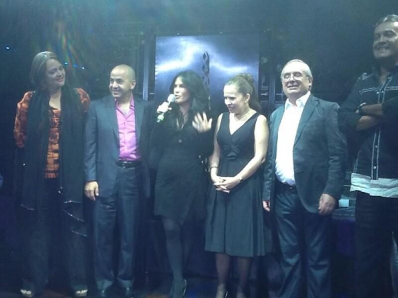 Con Mario Guerra, Gaby Pérez, Mario Borghino y Aura Medina, invitados frecuentes del programa.