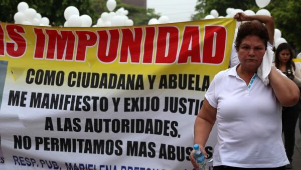 Decenas de personas marcharon en el Puerto de Veracruz para exigir justicia para Daphne.