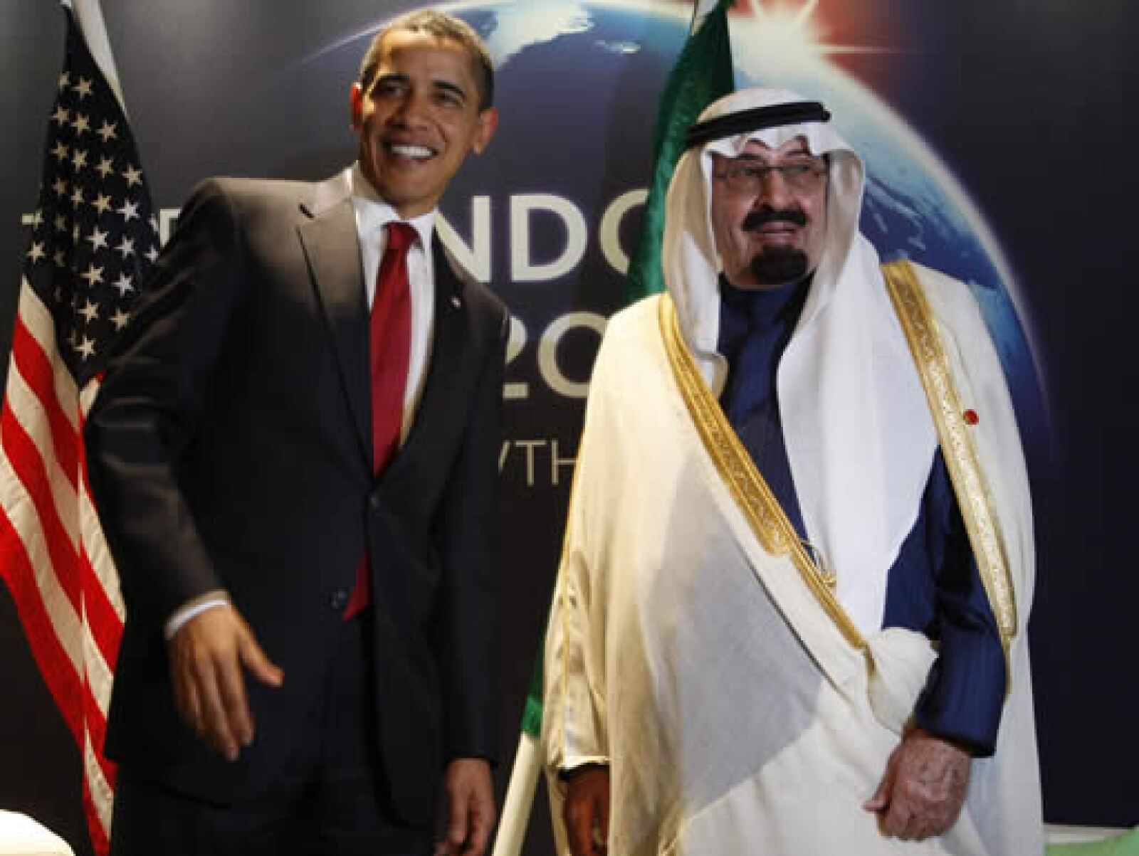 Barack Obama aprovecha la cumbre del G20 para tratar de concretar acuerdos políticos. Una de sus primeras reuniones de este jueves fue con el rey Abdullah, de Arabia Saudita. El mandatario de EU También planea encuentros con autoridades de la India.