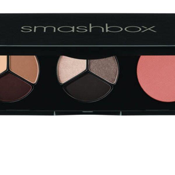 Como tiene eventos de día y de noche, una paleta de sombras como la de Smashbox con colores neutros es indispensable.