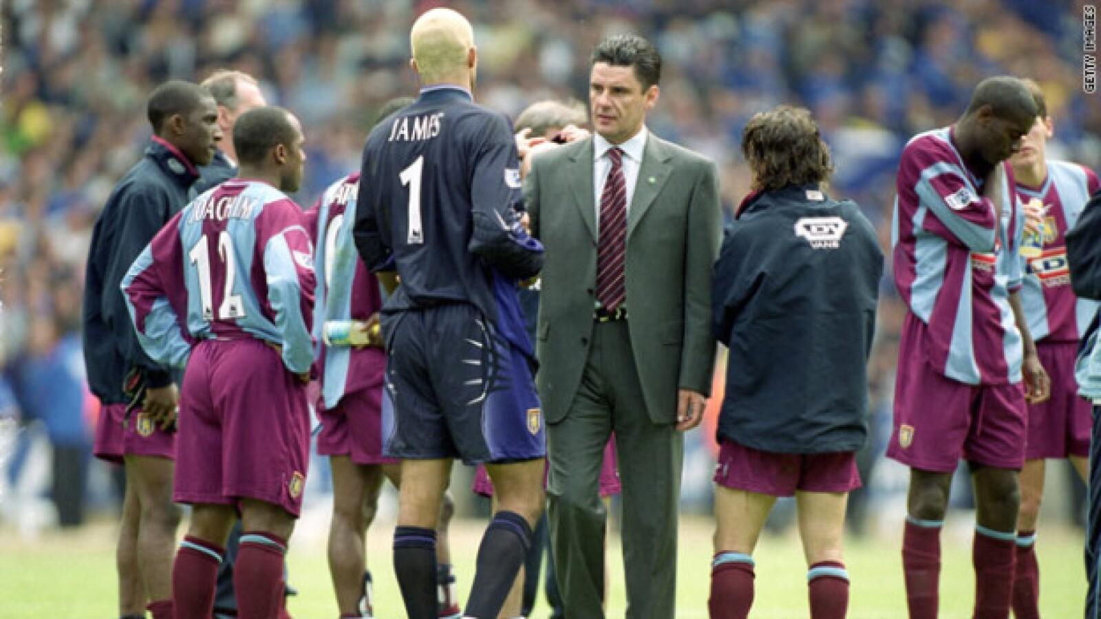 El entrenador John Terry brilló con el Aston Villa