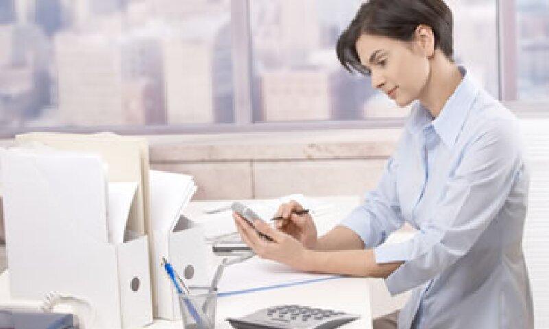 Si tú ya tienes un teléfono inteligente, aprovéchalo para hacer todas tus operaciones bancarias.  (Foto: Photos To Go)