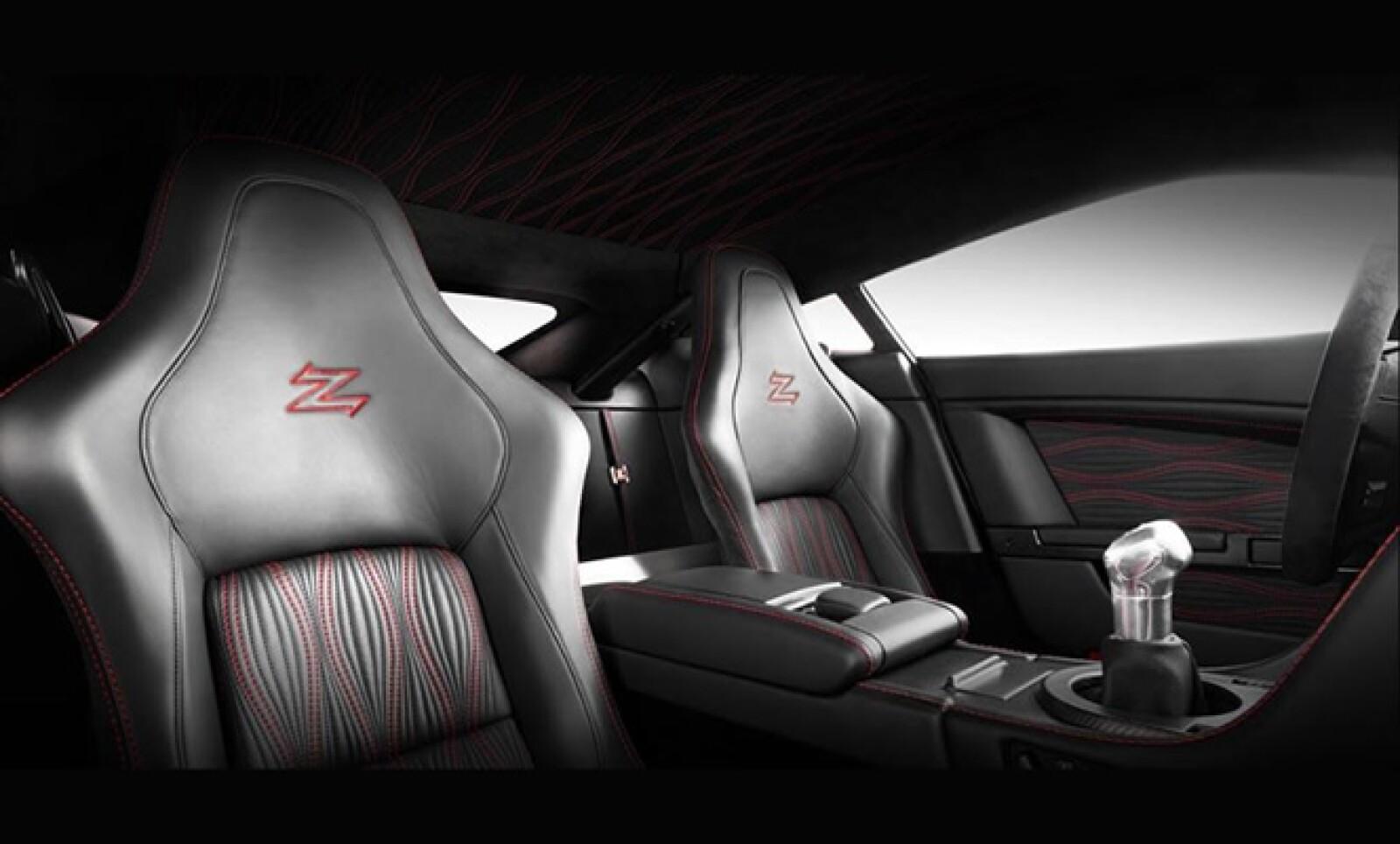 Cada V12 Zagato necesita 2,000 horas hombre para ser completado y destaca la carrocería realizada en aluminio (cofre, techo, y puertas) y fibra de carbono (fascias, marcos de puertas, sección posterior).