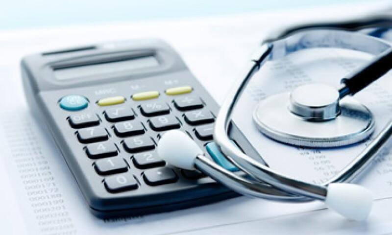 El incremento de los costos en los seguros médicos está afectando a los trabajadores con especial dureza porque están creciendo más rápido que los salarios. (Foto: Shutterstock)