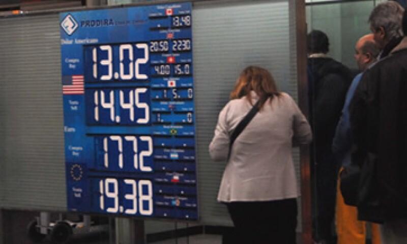 El Banco de México fijó el tipo de cambio en 12.6935 pesos. (Foto: Notimex)