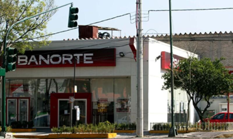 Tras la operación, el capital social ordinario de Banorte quedará integrado por 7,891 millones 688,376.40 pesos. (Foto: Notimex)