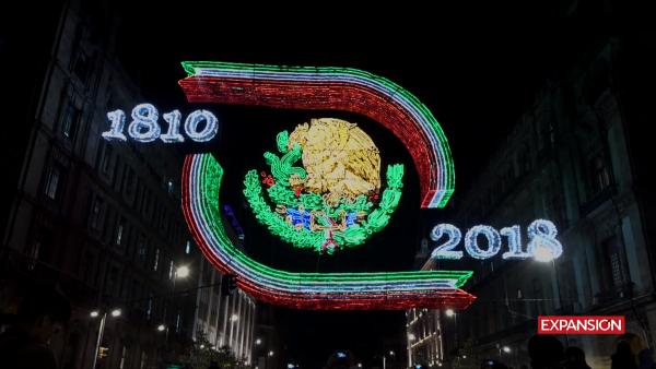 Un Escudo Nacional tridimensional encabeza el alumbrado patrio de la CDMX
