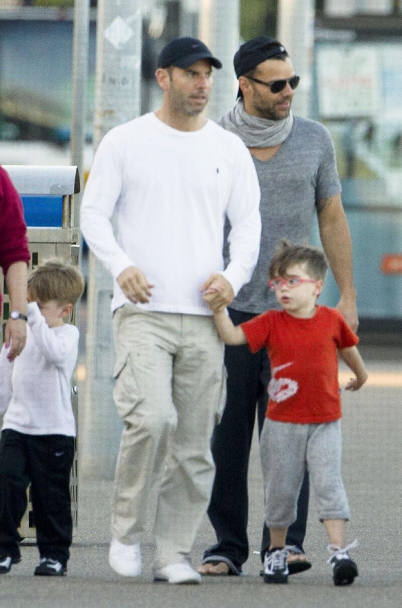 Ricky y Carlos mantuvieron un largo noviazgo y ambos cuidaban a los dos hijos del cantante.