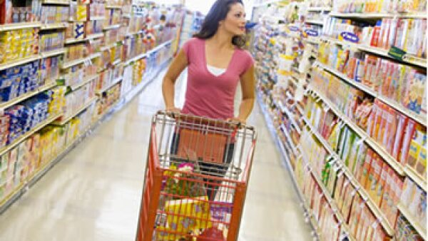 La Universidad de Michigan reportó que la confianza del consumidor se vio afectada por la sictuación económica en EU. (Foto: Photos to Go)