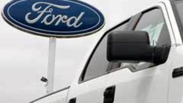 Ford prevé que las ventas de autos en EU registren fuertes caídas en febrero. (Archivo)