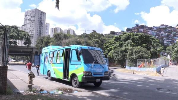 El 'Panabús' es solidaridad sobre ruedas en las calles de Caracas