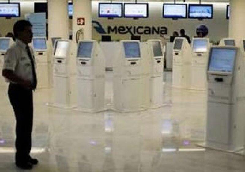 Mexicana de Aviación suspendió el pago a sus trabajadores por la crisis que enfrenta. (Foto: Reuters)