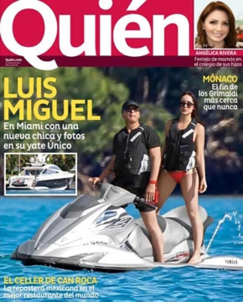 `El Sol´ fue captado mientras tomaba un descanso en Miami a bordo de su yate Único, pero no estaba solo; una guapa chica y su hermano Alejandro Basteri estuvieron con él.