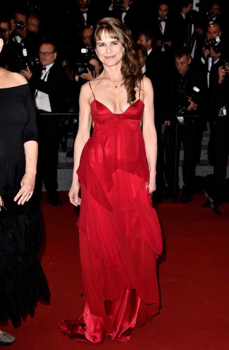 Nailea sorprendió esta noche en Cannes durante la premiere de su película con este sexy red dress.