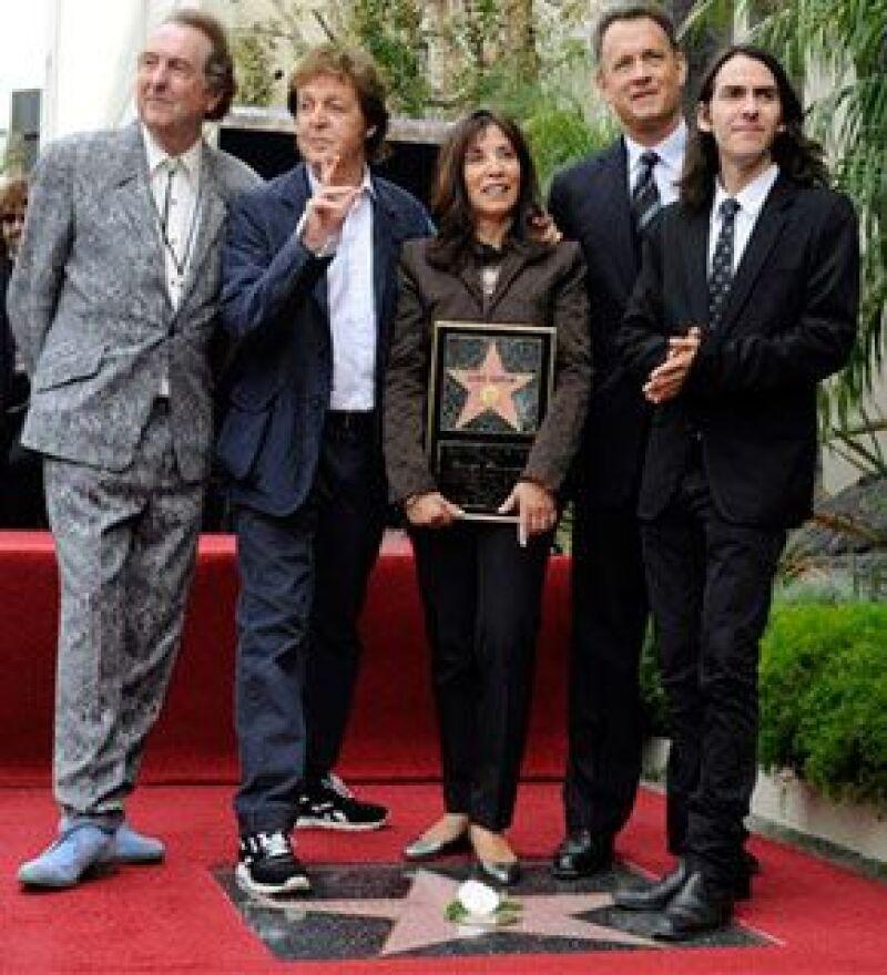 Paul McCartney y la familia de George Harrison asistieron a la presentación de la estrella póstuma que le fue otorgada al integrante del legendario cuarteto de Liverpool.