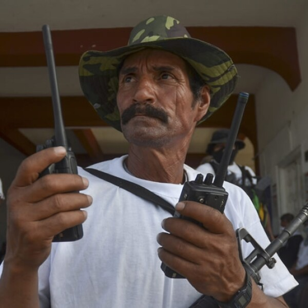 Autodefensas ingresan a Nueva Italia
