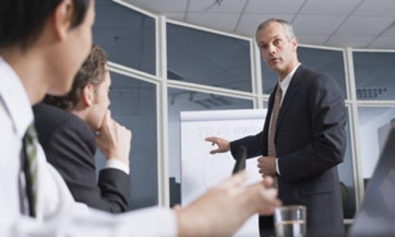 El estudio señala que los empleados de servicios financieros son los que se sienten mejor recompensados. (Foto: Thinkstock)