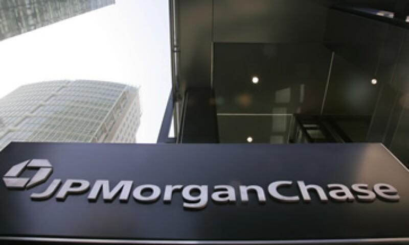 Expertos de Wall Street dicen que al parecer docenas de fondos hedge se han sumado a la operación anti-JPMorgan. (Foto: AP)