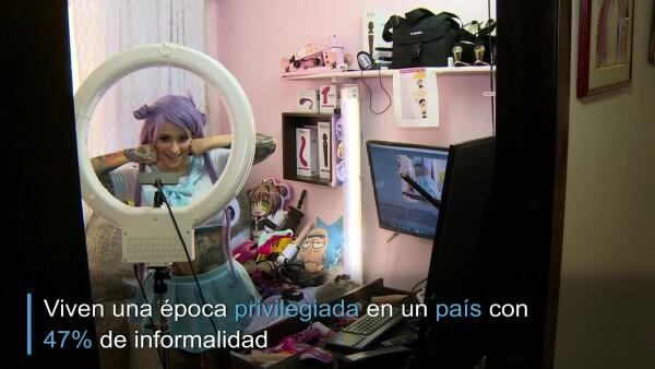 Modelos 'webcam' se reinventan ante clientes confinados por COVID-19