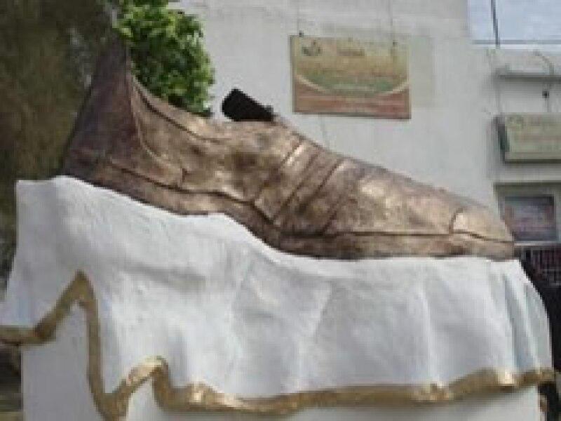 Muntazer al-Zaidi lanzó sus zapatos contra el expresidentes estadounidense y hoy es reconocido. (Foto: Reuters)