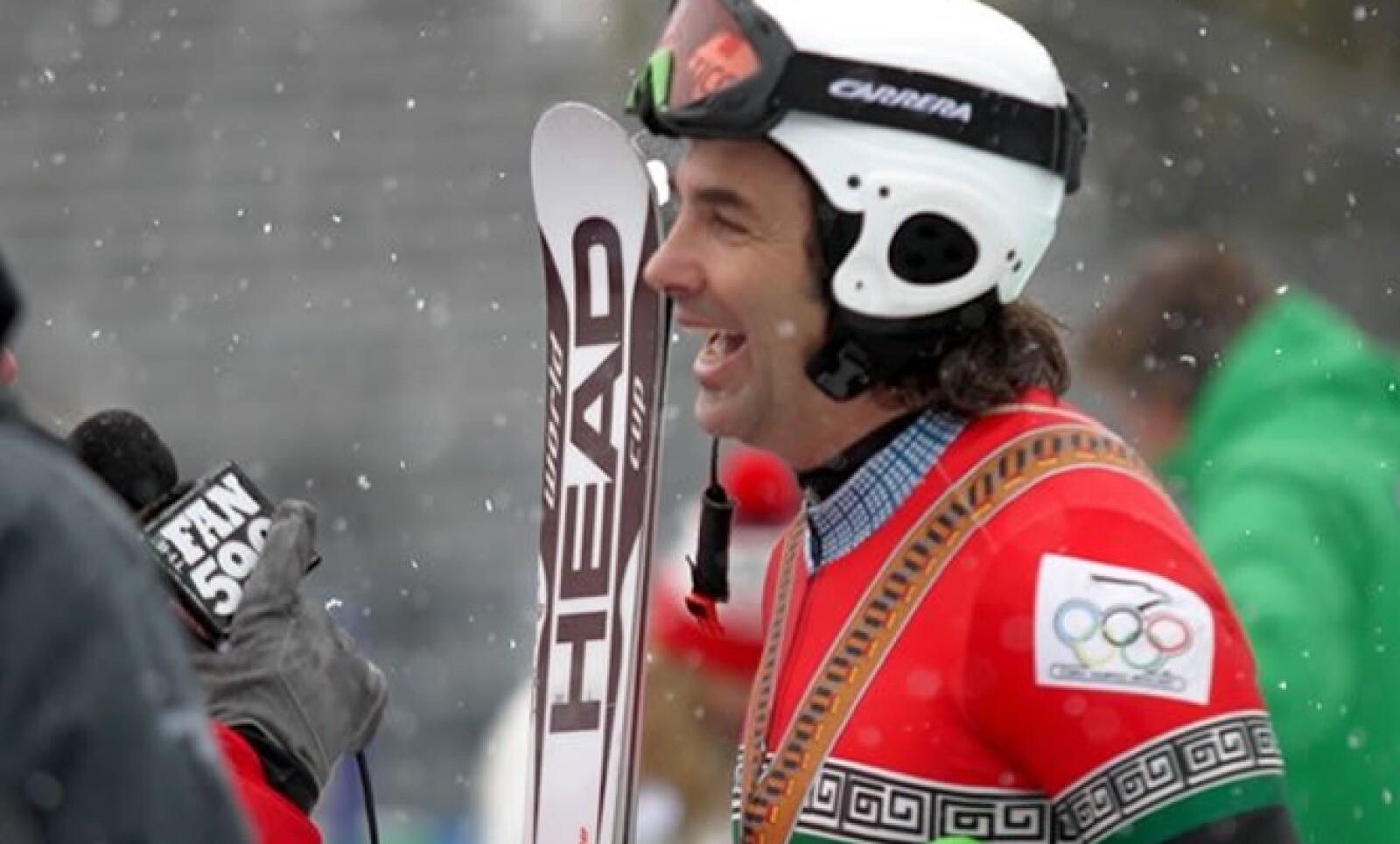 Tiene 55 años de edad por lo que este sábado se convirtió en el segundo atleta olímpico de invierno más viejo en la historia.