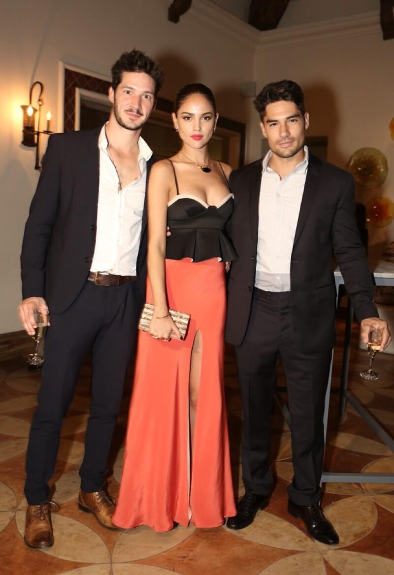 Eiza y DJ Cotrona fueron de los últimos invitados en ocupar la recepción del lujoso hotel Hacienda en el que se hospedó Reese Witherspoon.