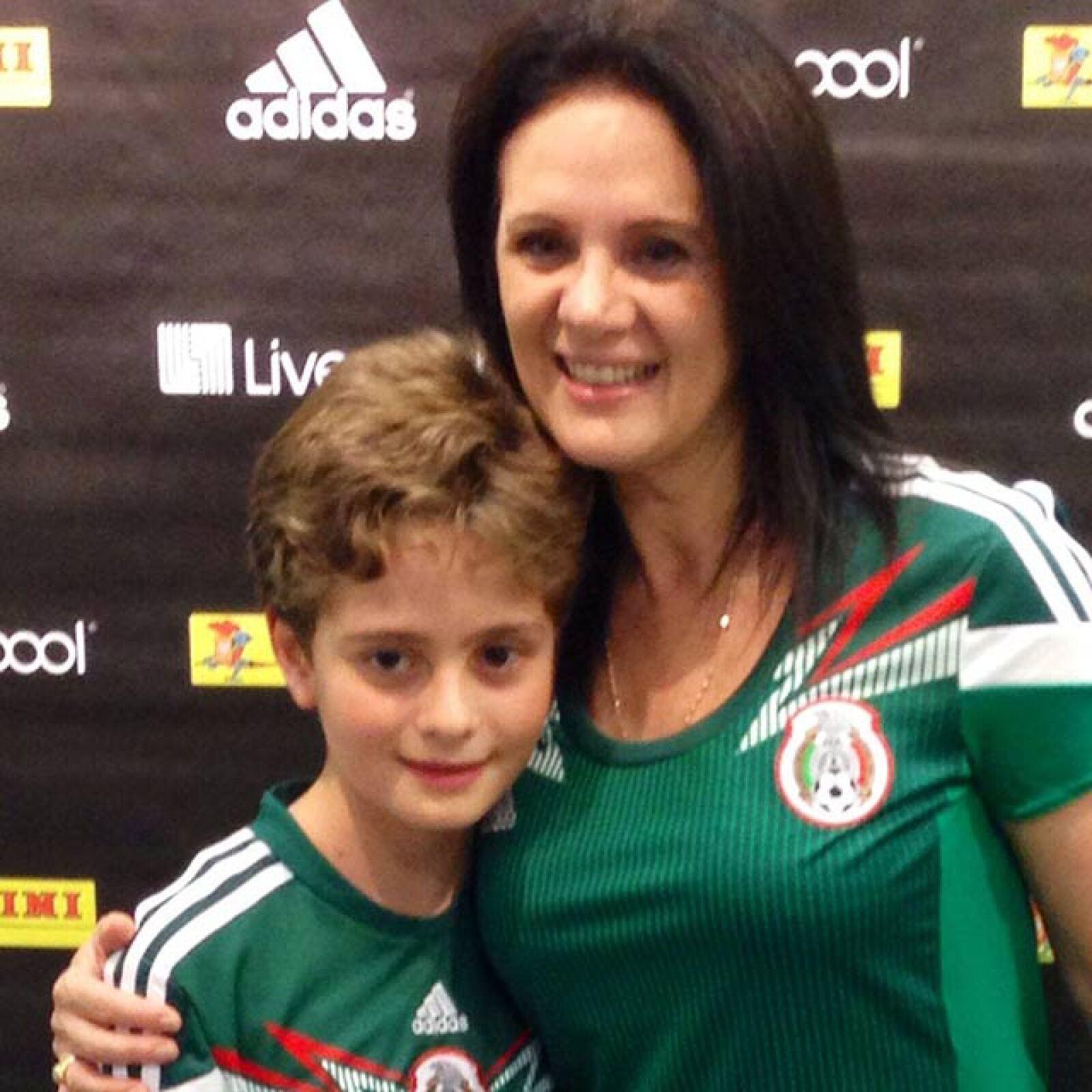 Erika Buenfil y su hijo son fieles seguidores de nuestra Selección.