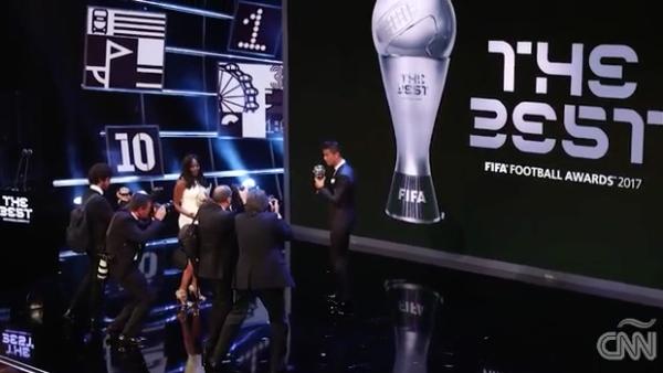 Ronaldo, Zidane, Buffon y más fueron premiados como lo mejor de la FIFA