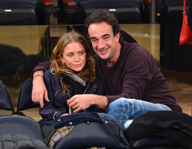 La pareja ha sido vista en reiteradas ocasiones en la joyería Neil Lane de Los Ángeles. Fuentes aseguran que la diseñadora de 27 años se ha fijado en anillos de cinco kilates.