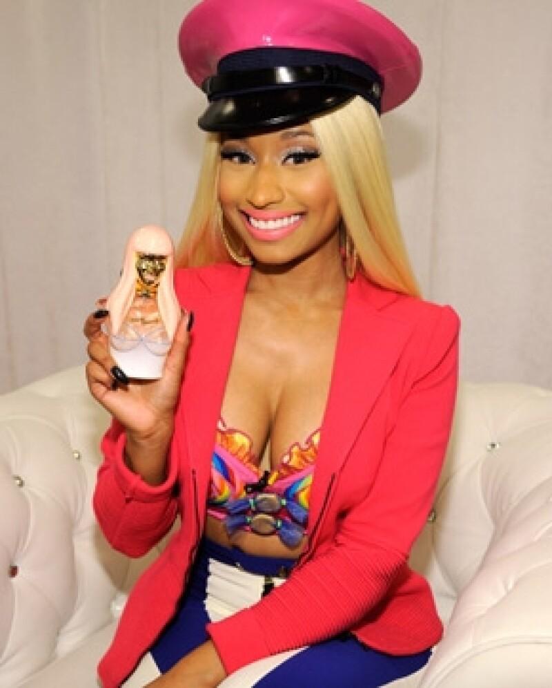 La cantante, mejor conocida por su ropa alocada, firmó un acuerdo con el canal E! para estelarizar su propio programa.