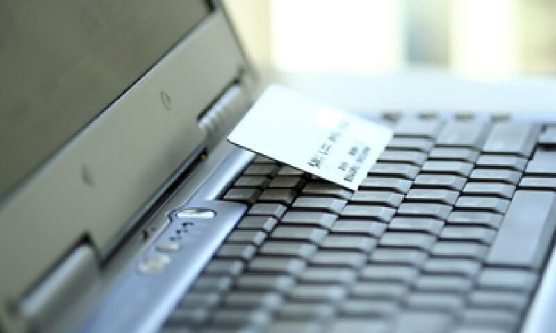 Miguel Ángel Carlos Jaime, ejecutivo de Santander informó que el fraude en tarjetas crece por la irresponsabilidad del usuario. (Foto: Photos to Go)