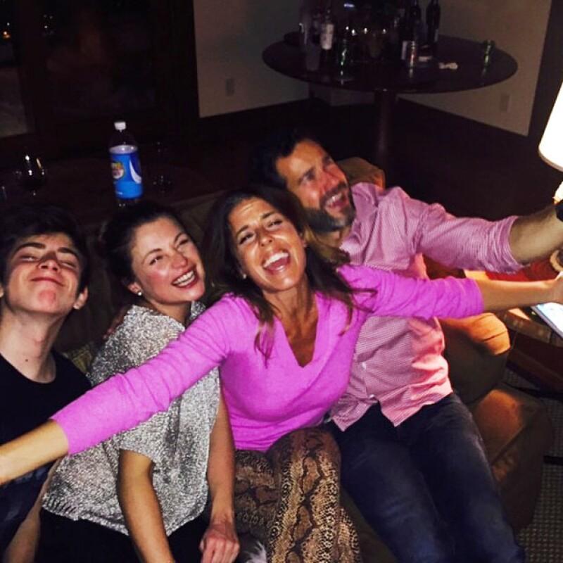 Hace un año Ludwika y Emiliano pasaron Año Nuevo junto con Maki Soler; en la foto que publicó la actriz parece ser que también está Nicolás.