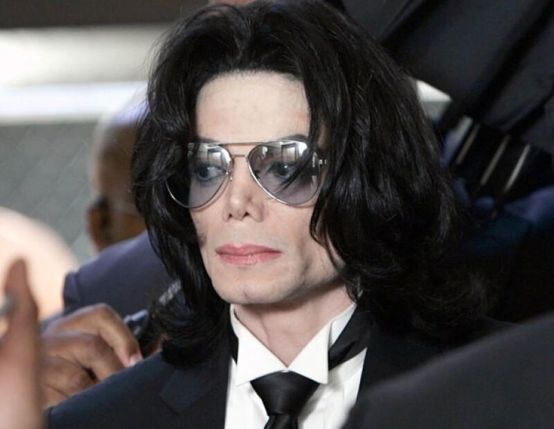 El guardaespaldas del 'Rey del Pop&#39 aseguró que la prensa le ha ofrecido fuertes cantidades de dinero por contar su historia.