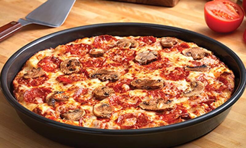 Al cocinarse en una cacerola, la pan pizza crea una corteza gruesa y cremosa. (Foto: Tomada de CNNMoney)
