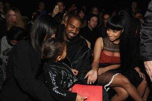 Nicki Minaj salió al rescate, pero la bebé no parece impresionada en conocerla.