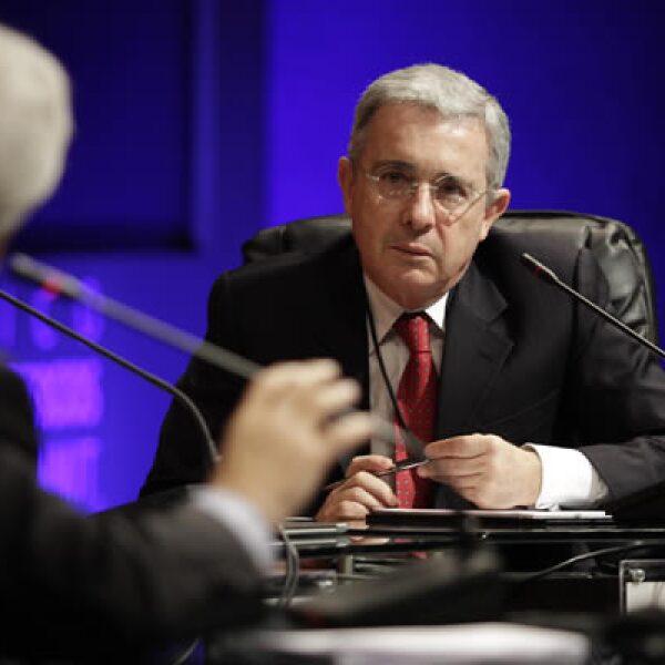 El expresidente colombiano, Álvaro Uribe, fue uno de los personajes que debatió en las últimas mesas de este encuentro.