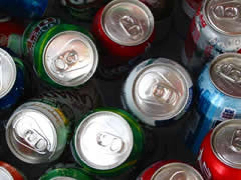 Los refrescos suelen contener mucha azúcar la cual contribuye al sobrepeso de los infantes.  (Foto: Especial )