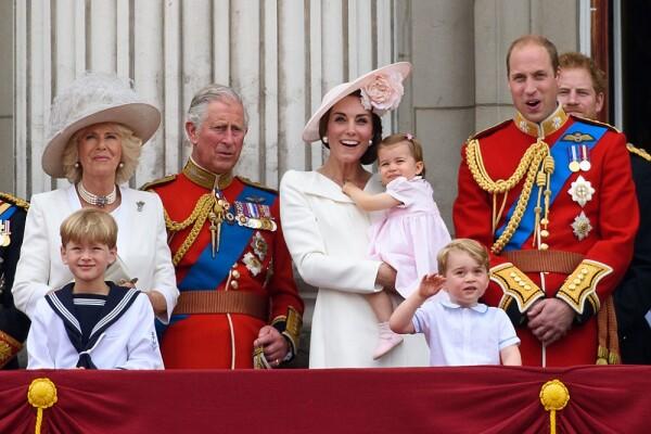 Camila Parker, príncipe Carlos, Kate Middleton, princesa Charlotte y el príncipe William