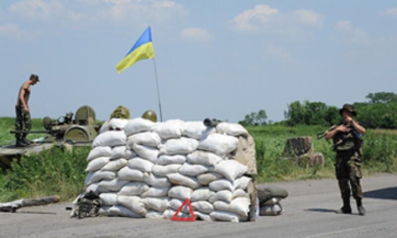 La caída en la moneda ucraniana porvocó un aumento de los precios de los productos importados.  (Foto: AFP)