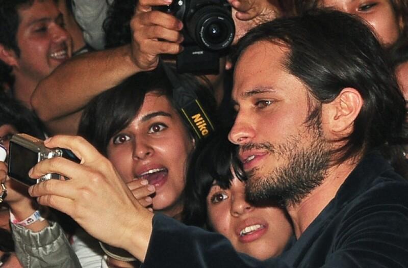 El actor y director de cine desató la locura de las michoacanas que asistieron a la alfombra roja de la premiere de su nueva cinta &#39El Planeta Más Solitario&#39.