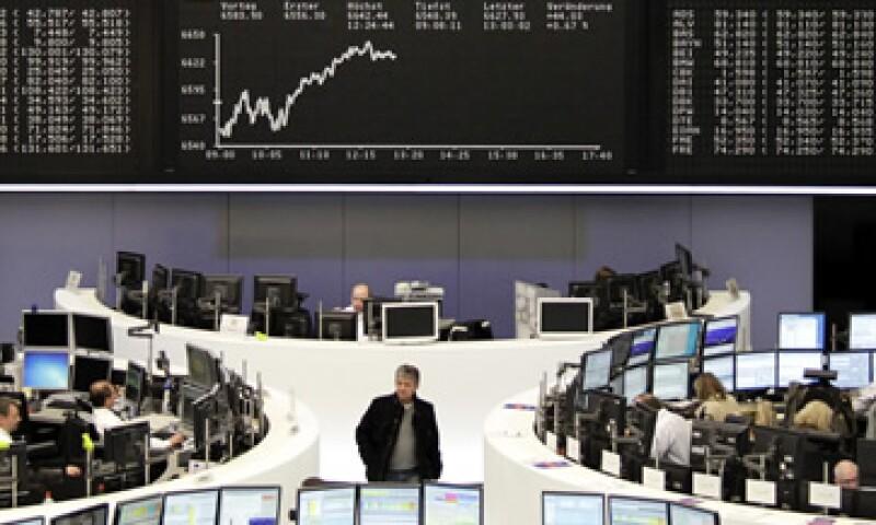 Los datos divulgados por el FMI sobre la economía mundial también brindaron respaldo a las acciones. (Foto: Reuters)