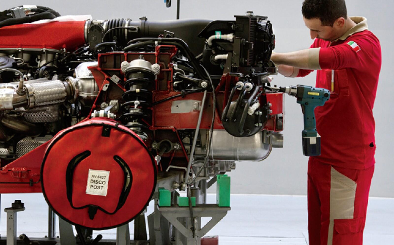 Durante la Segunda Guerra Mundial bombardeos aliados destruyeron la primera fábrica de Ferrari llamada Auto Avio Costruzioni. Por ello, en 1947, Enzo la reubicó en el poblado de Maranello.