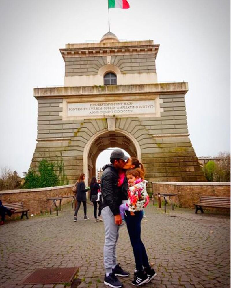 La familia está en Italia, donde Lola Ponce protagonizará la puesta en escena Notre Dame de París.