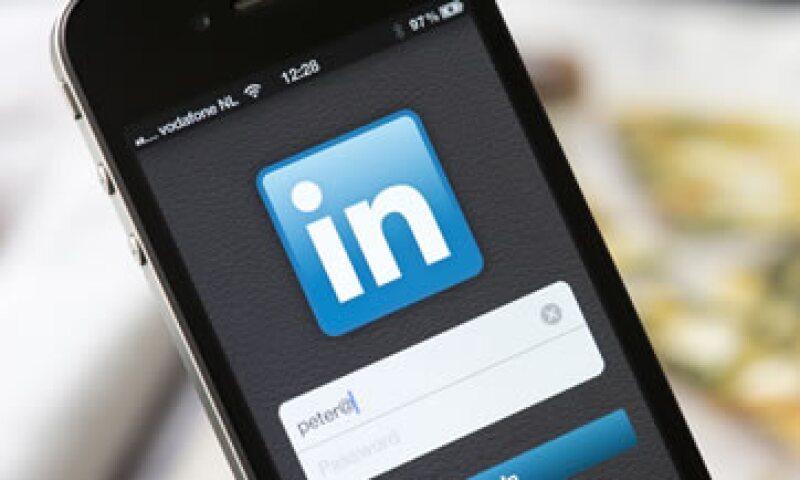LinkedIn también es acusada de descargar los contactos de sus clientes. (Foto: AFP)