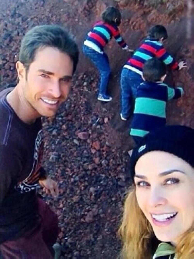 La actriz festeja su cumpleaños, a decir de ella,  rodeada de mucho cariño, enamorada y con los dos grandes amores de su vida: sus hijos, Miguel y Daniel.