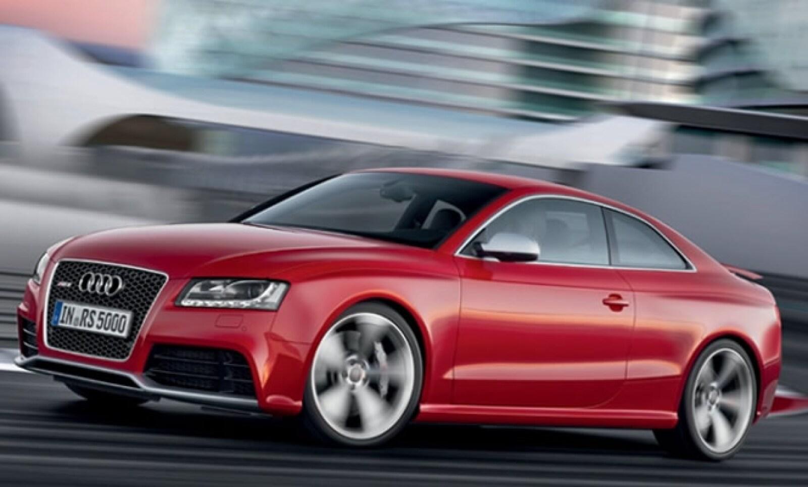 Este vehículo combina la deportividad con la elegancia clásica, y sigue la línea del concepto de la dinámica superior en la clase media.
