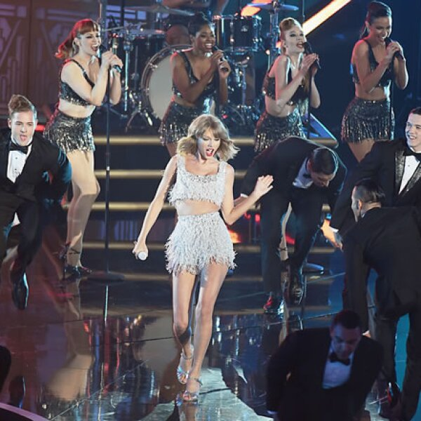 Después Taylor Swift transportó a sus fans con su performance de `Shake it Off´.