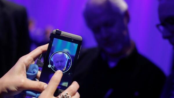 El nuevo sistema de BlackBerry 10 contará con 70,000 aplicaciones, entre ellas Skype, Amazon Kindle, WhatsApp, SAP y Angry Birds.